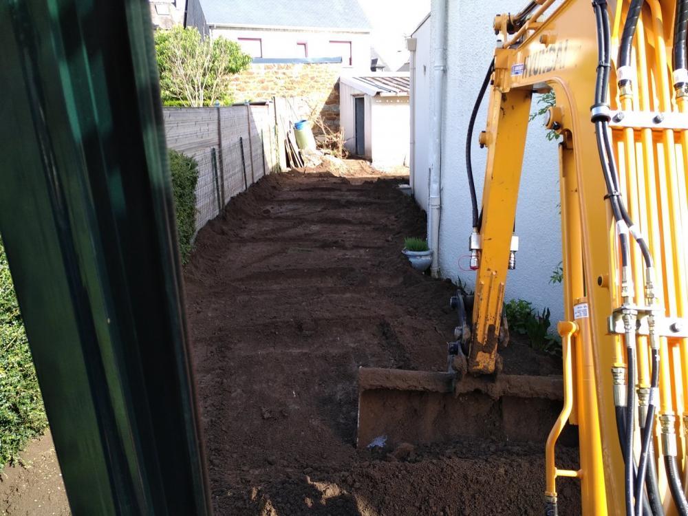 Terrassement remise en forme terrain à la mini-pelle